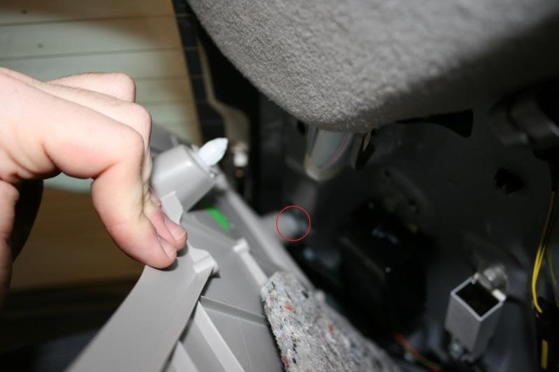 571fd7245fec2a1a5430285a455ad3fe  Rear Deck Removal/Rear Speaker Replacement