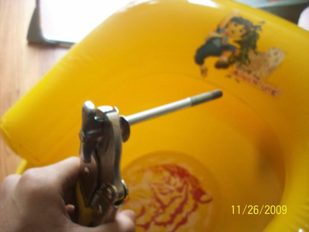 889ea3fc8df4a9e1e3c1d94830577a4c  Removing, cleaning and adjusting rear drum brakes