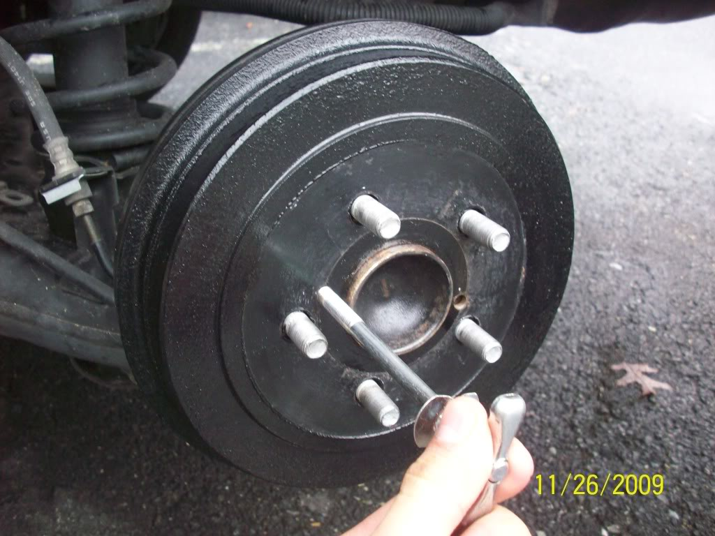 bdd4a1292daca0685d4a4ade13c0e6fe  Removing, cleaning and adjusting rear drum brakes