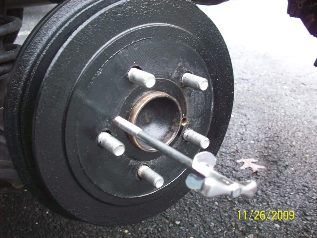 cce591eea0f394bdce612813e60c4239  Removing, cleaning and adjusting rear drum brakes